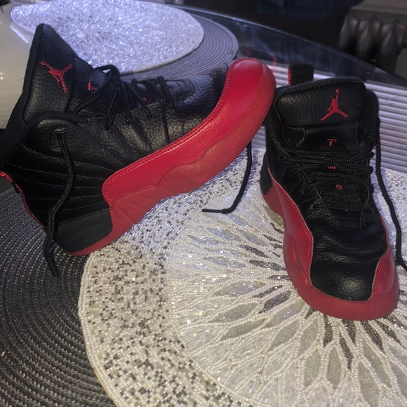 low priced 73a69 14dd8 Jordan Retro 12 Black and Red - Sz 13.5 Kids
